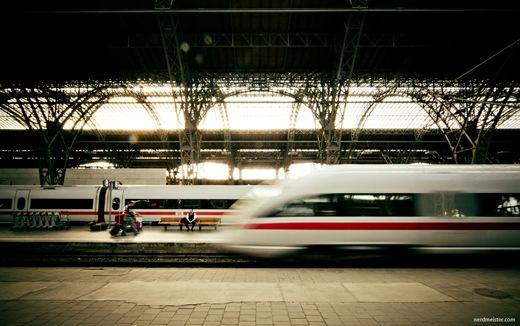 Leipzig, Hauptbahnhof mit ausfahrendem ICE