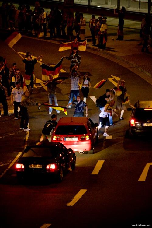 Fußballsfans feiern in Ilmenau den Finaleinzug Deutschlands bei der EM2008.